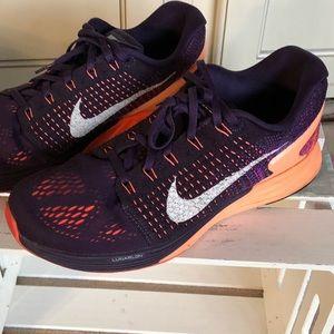 Women's size 8.5 Nike tennis shoes